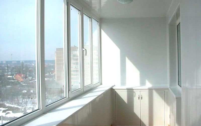 Остекление лоджии пластиковыми окнами.  - ЦЕНА: 15 800 руб.
