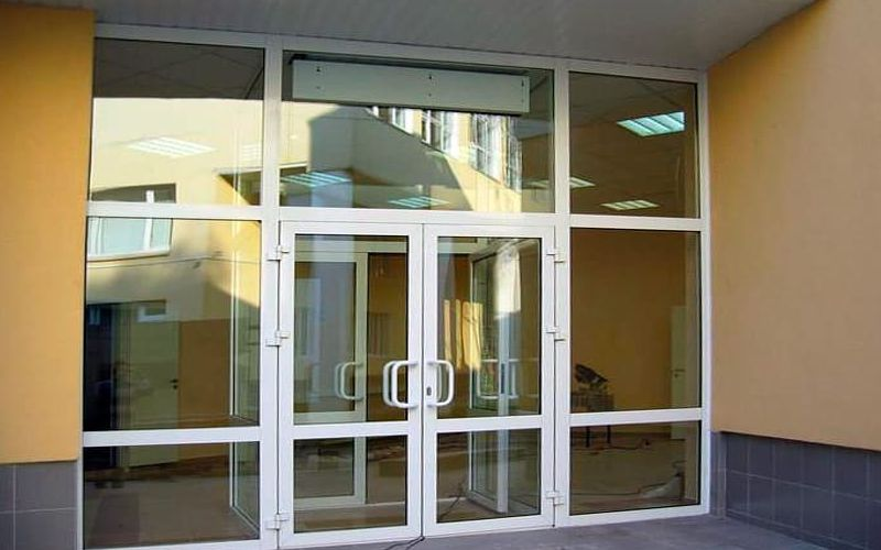 Входная алюминиевая дверь со стеклопакетами - ЦЕНА: 19 500 руб.